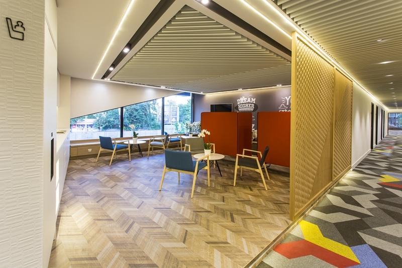Welcoming LoungeCorridor 02